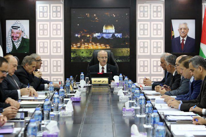 رئيس الوزراء الفلسطيني رامي حمدالله يرأس اجتماعاً مع مجلس الوزراء في مدينة رام الله بالضفة الغربية في 14 أغسطس ، 2018. تصوير مكتب رئيس الوزراء