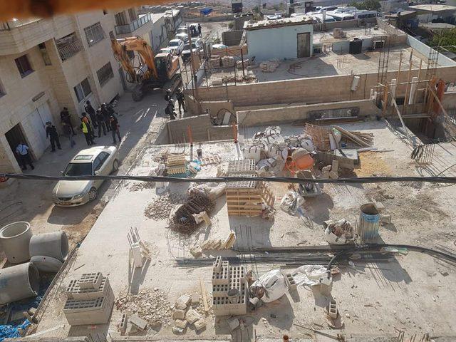 في القدس وقلقيلية.. الاحتلال يهدم منشآت سكنية