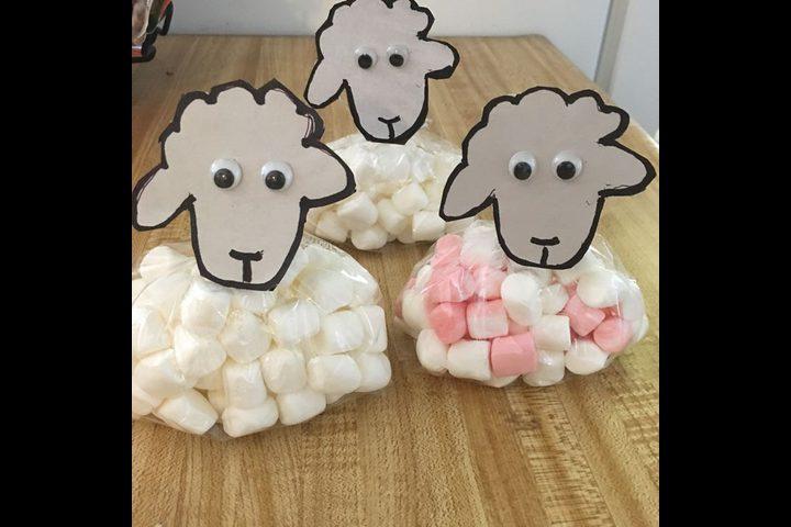 طريقة طريفة لتقديم حلوى العيد للأطفال