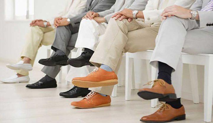 الجلوس بوضع ساق على الأخرى أخطر مما تتصور