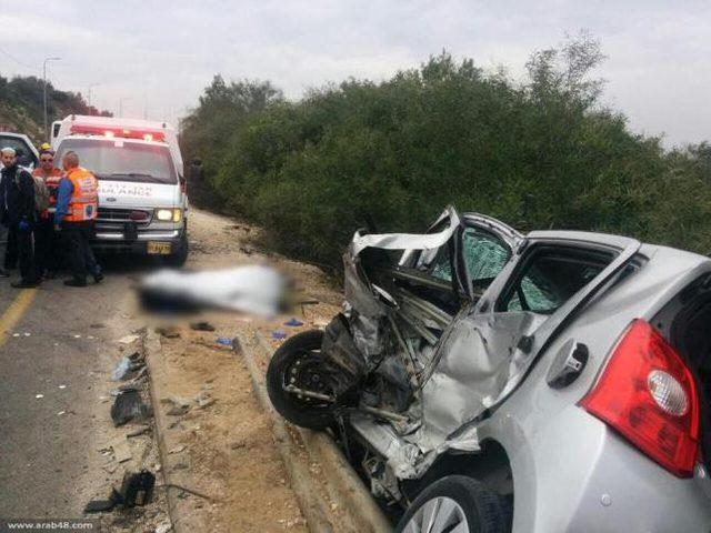 سيارة إسرائيلية تدهس سائق دراجة نارية وتصيبه بجروح