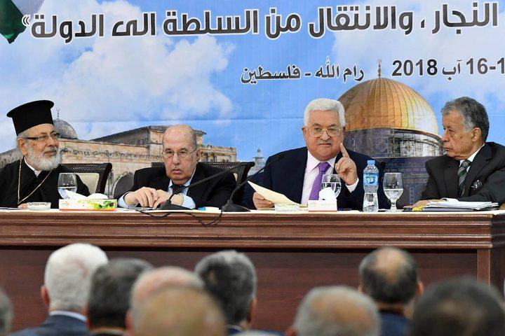 الرئيس الفلسطيني محمود عباس يتحدث خلال اجتماع المجلس المركزي الفلسطيني في مدينة رام الله بالضفة الغربية في 15 أغسطس 2018.