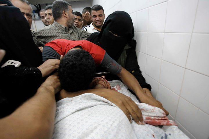 البكاء على الشهيد سعدي معمر ، 26 عاماً ، الذي قُتل برصاص قوات الاحتلال الإسرائيلي خلال مسيرات العودة على الحدود الشرقية في قطاع غزة،
