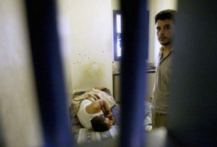 إدارة معتقلات الاحتلال تماطل في علاج  أسرى مرضى