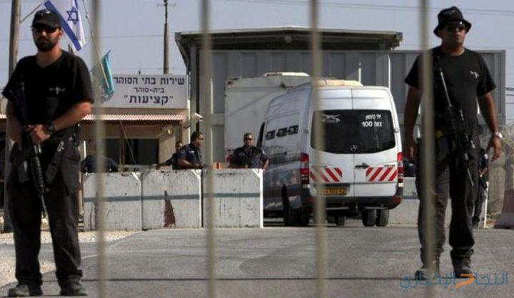 الاحتلال يفرج عن ثلاثة شبان بشرط الحبس المنزلي