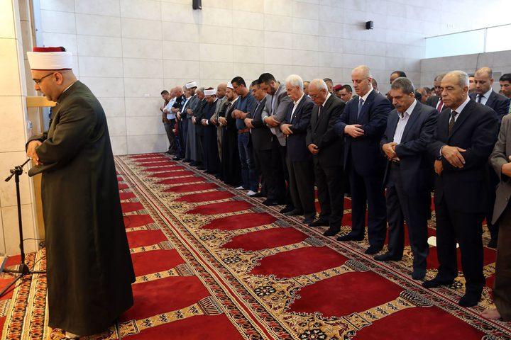 رئيس الوزراء يضع اكليل زهور على ضريح الرئيس الشهيد الراحل ياسر عرفات
