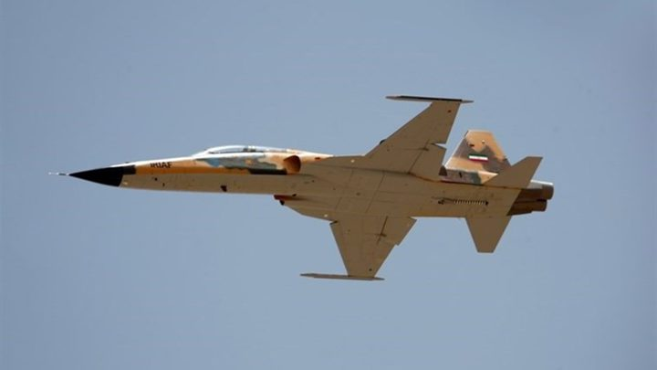 """إيران تكشف عن مقاتلة """"كوثر"""" الجديدة (فيديو)"""