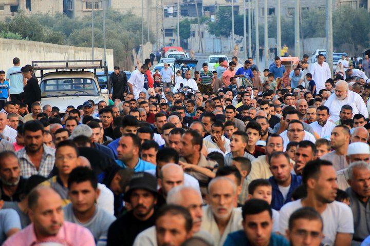 مواطنون يؤدون صلاة عيد الأضحى ، في مخيم البريج بوسط قطاع غزة ، في 21 أغسطس 2018.