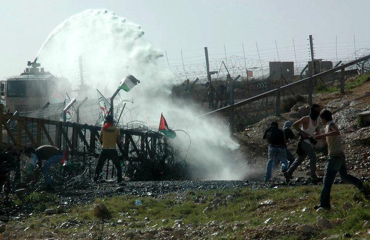 إصابات بالاختناق خلال قمع الاحتلال لمسيرة بلعين
