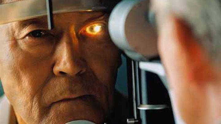 فحص العين قد يتنبأ بالزهايمر قبل سنوات من أعراضه
