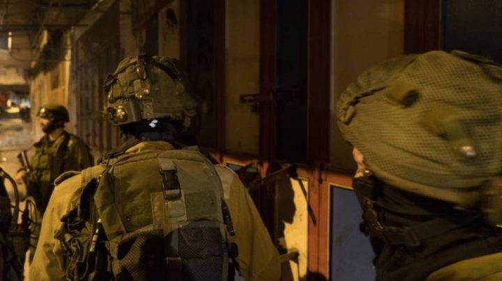 مستوطنون يهاجمون منزلا في عوريف