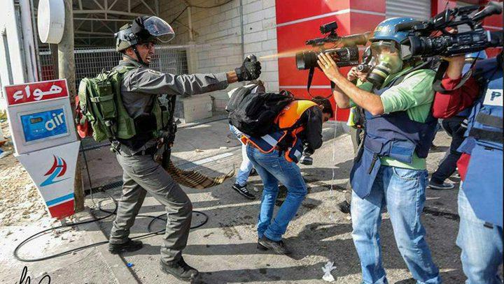 منتدى الإعلاميين يدين اعتداء الاحتلال على صحفيين