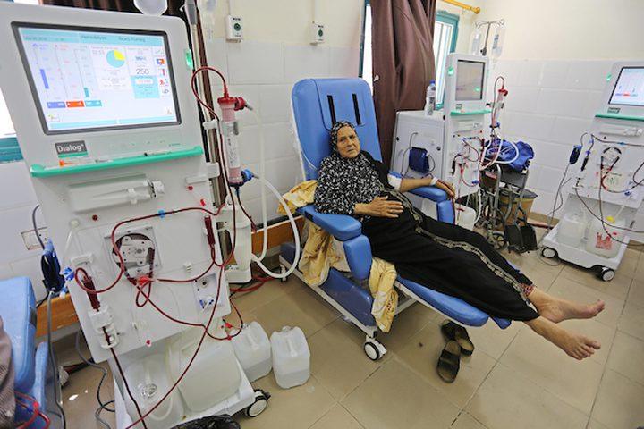 مرضى غزة يخضعون لغسيل الكلى في مستشفى الشفاء خلال الأزمة المستمرة في انقطاع التيار الكهربائي ، في مدينة غزة اليوم. وقال المتحدث باسم  صحة غزة ، أشرف القدرة يوم الاثنين انه لا يوجد رد من الجهات المانحة لتوفير الوقود اللازم لتشغيل منشآت الوزارة.  تصوير أشرف عمرة