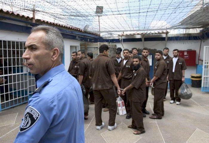 "انتشار طفح جلدي في معتقل ""عتصيون"""