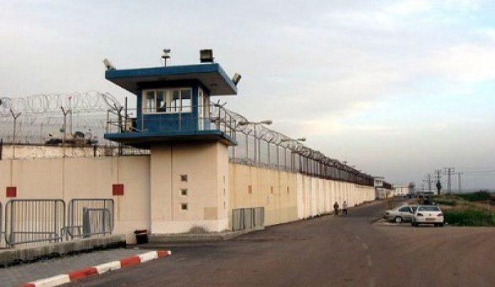 أهالي أسرى نفحة يزورون 24 معتقل من أبنائهم