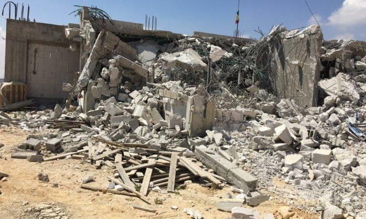 الاحتلال يهدم مسلخا وبركسين في برطعة