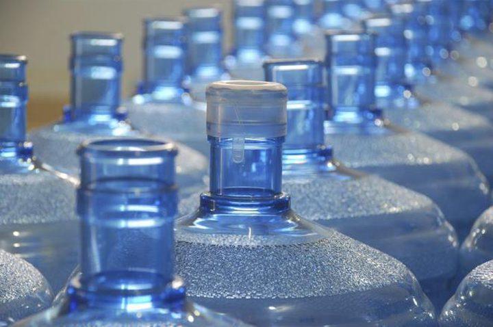 الصحة تغلق مختبرا طبيا ومصنعا لتعبئة المياه
