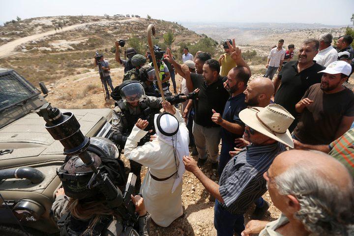 الاحتلال يعتدي على الموطنين في رأس كركر