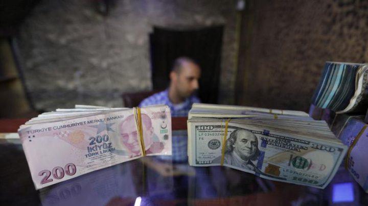 تركيا تخفض الضرائب على ودائع الليرة