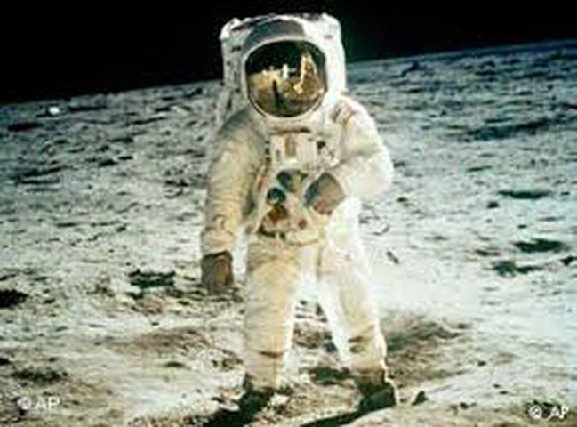 القصة الحقيقية للهبوط على القمر