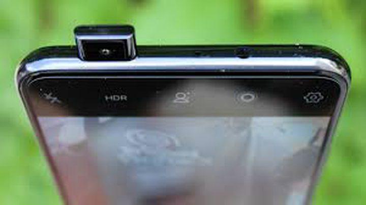 شركة صينية تكسر قواعد مكان كاميرات الهواتف