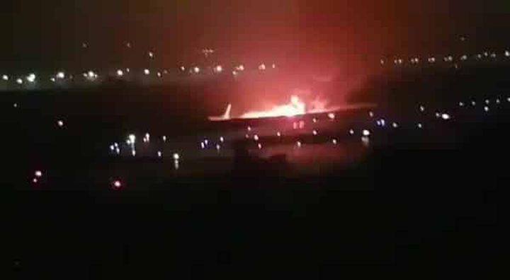 شاهد فيديو يرصد إحتراق طائرة ركاب فجر اليوم !