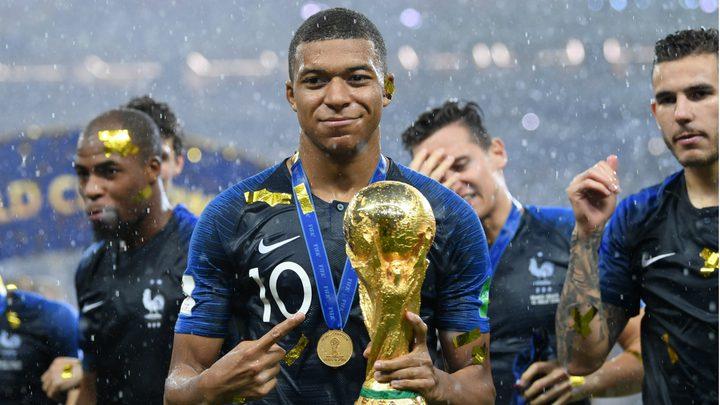 جماهير فرنسا ترشح مبابي للكرة الذهبية