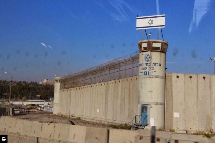 """الاحتلال أدخل 41 أسيراً قاصراً لـ """"عوفر"""""""