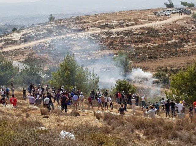 الاحتلال يقمع مسيرة سلمية قرب جبل الريسان