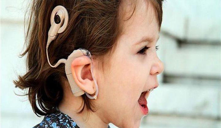 اكتشفي مشاكل طفلك السمعية بهذه الطرق