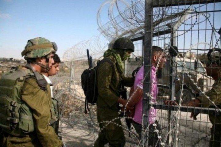 الاحتلال يعتقل شاب وطفل شرق البريج