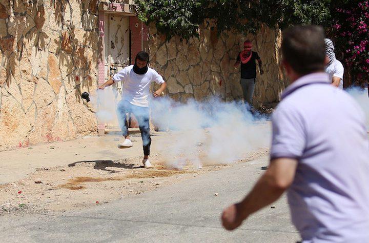 إصابات بالاختناق خلال مواجهات مع الاحتلال ببيت أمر