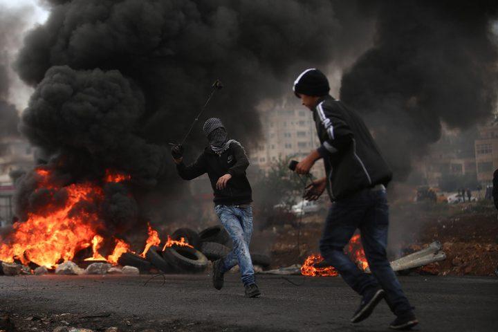حالات اختناق بمواجهات مع الاحتلال في قرية الولجة