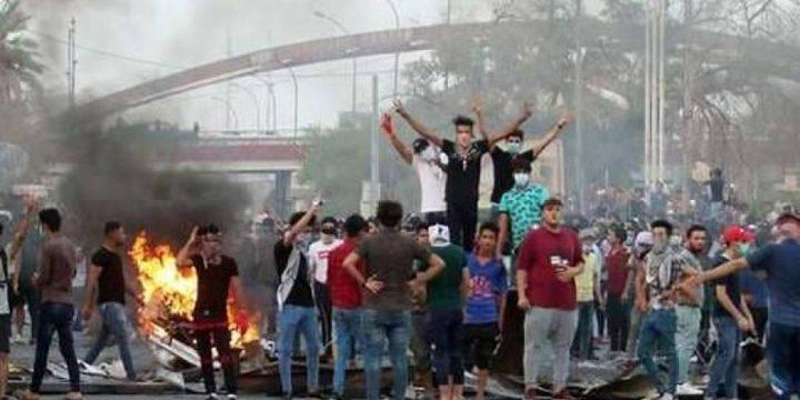متظاهرون يقتحمون مقر القنصلية الإيرانية في البصرة