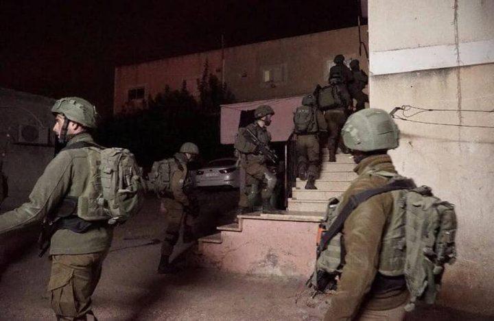 الاحتلال يعتقل 4 شبان في الضفة..ومواجهات في قلقيلة