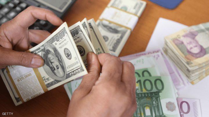 """إيران تسمح لمكاتب الصرافة بـ""""تهريب"""" العملات الأجنب"""