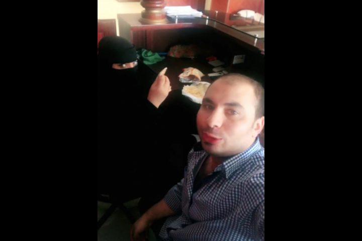 السعودية تعتقل وترحل مصرياً تناول الفطور مع زميلته