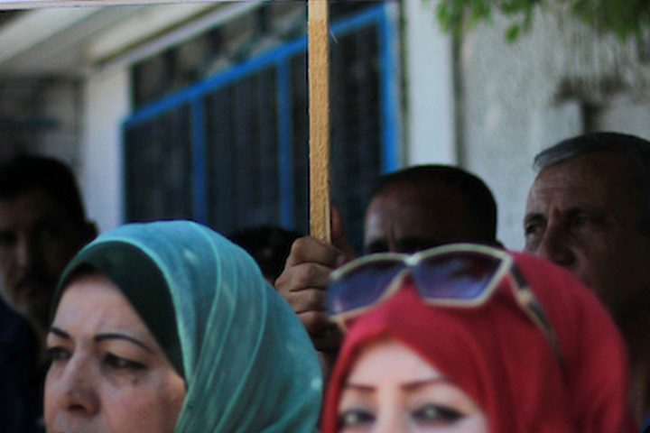 الاحتجاجات ضد قرار الولايات المتحدة وقف تمويل ودعم وكالة الأمم المتحدة للاجئين الفلسطينيين (الأونروا) خارج مقرها الرئيسي في مدينة غزة.
