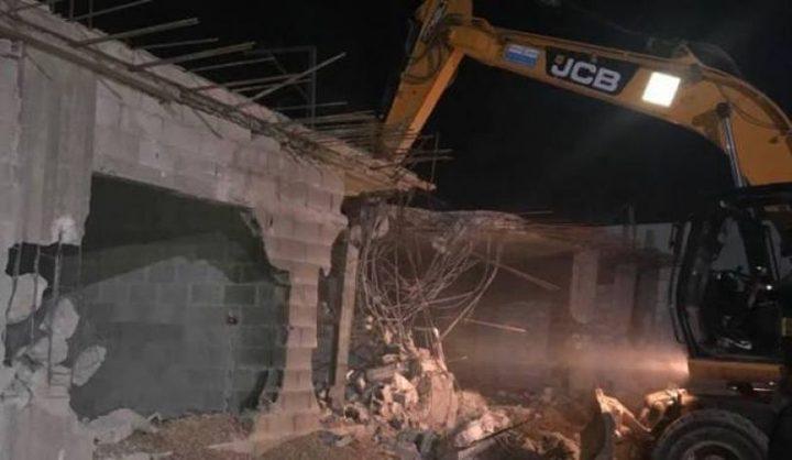 قوات الاحتلال تجبر مواطنًا على هدم منزله في القدس