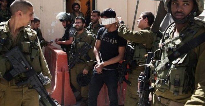 الاحتلال يعتقل شابين ويداهم بلدات بالضفة