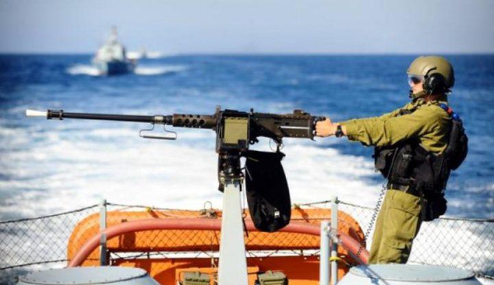زوارق الاحتلال تفتح نيران اسلتحها تجاه الصيادين