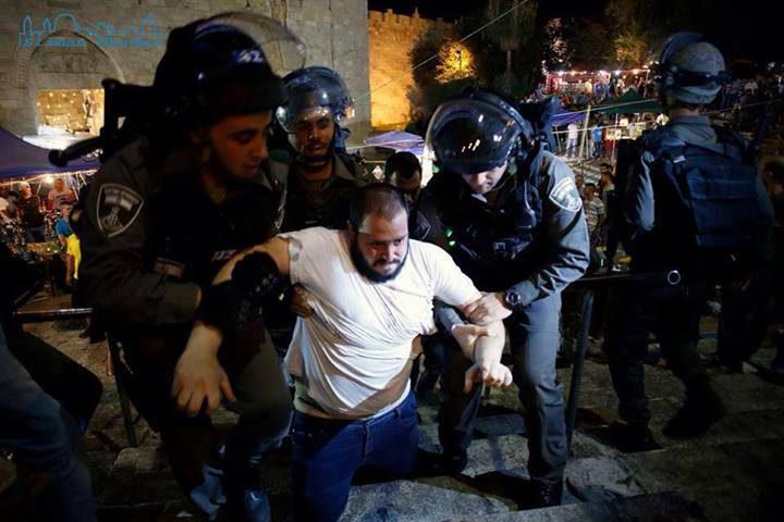 الاحتلال يعتقل شابين من حي الشيخ جراح وسط القدس