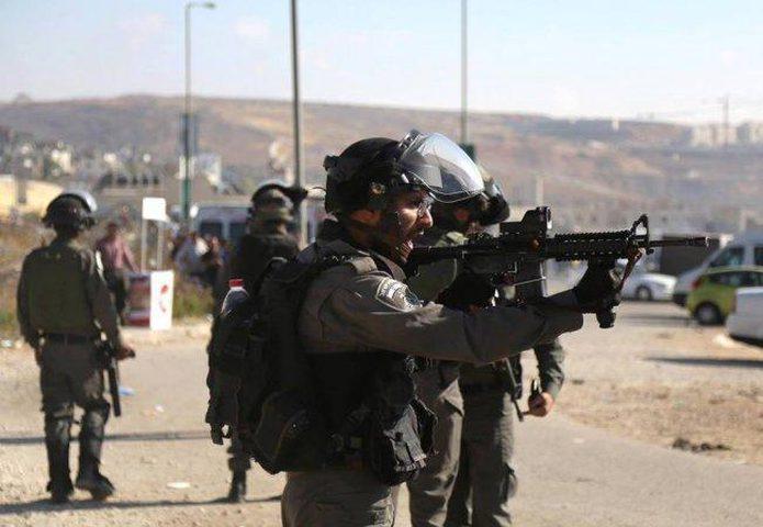 الاحتلال يقتحم حزما ويسحب تصاريح عدد من العائلات