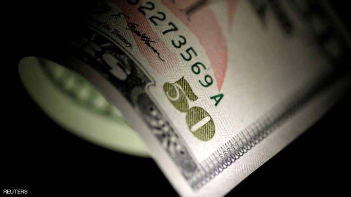 الدولار يهبط وسط آمال في المفاوضات الأميركية