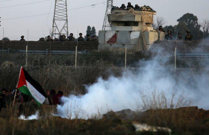 شبان يحرقون السياج الحدودي جنوب القطاع