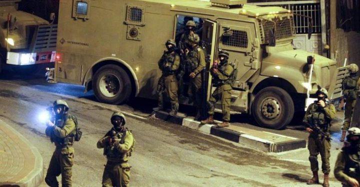 حملة مداهمات واعتقالات تطال 12 مواطناً
