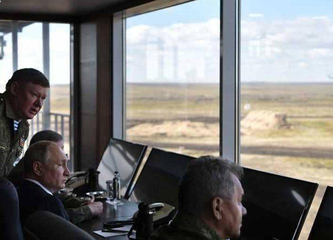 بوتين يتفقد المناورات الأضخم.. والعالم يراقب