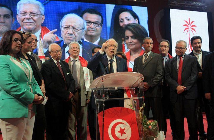 الحزب الحاكم في تونس يعلق عضوية رئيس الوزراء
