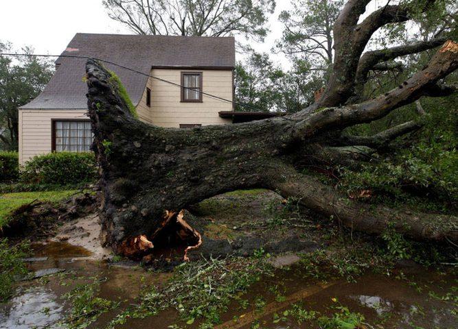 """اعصار """"فلورنس"""" قتلى وظلام ورقم مخيف بـ (48) ساعة"""