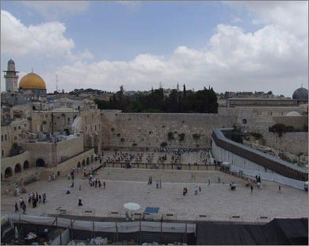 """مخطط إسرائيلي لانشاء """"تلفريك"""" في باحة حائط البراق"""